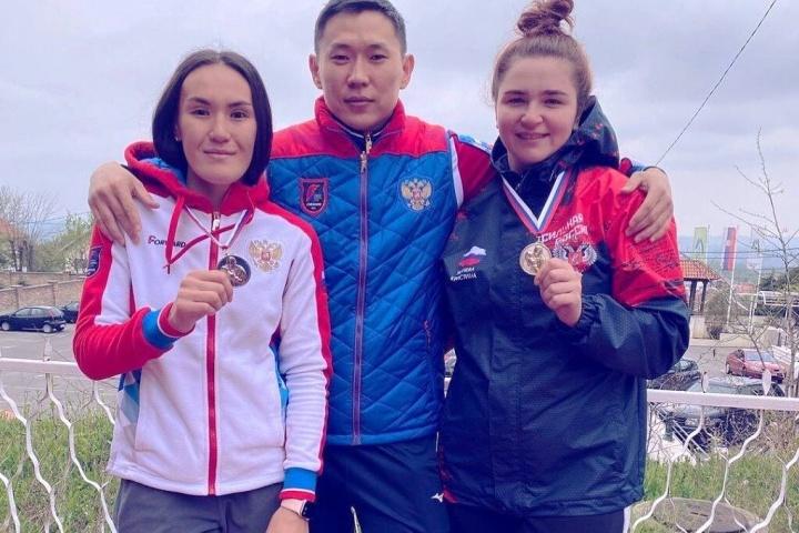 Украинская тяжелоатлетка обошла россиянок и взяла три